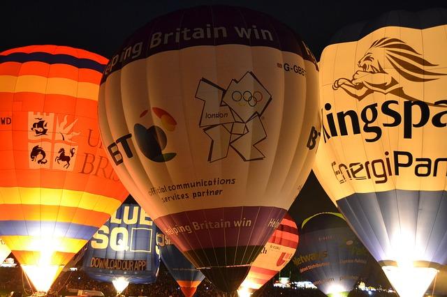Zalety reklamowania za pomocą balonów